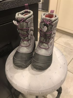 Northface boots for girls size 1 for Sale in Stevensville, MI