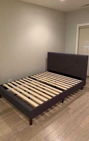 Queen size bed frame for Sale in Algonquin, IL