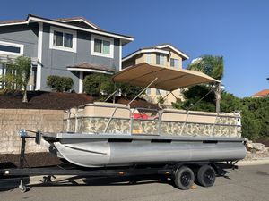 20ft fisher freedom pontoon boat for Sale in Canyon Lake, CA