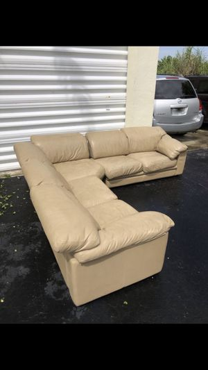 Sectional couch sofa recliner leather for Sale in Miami, FL