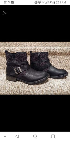 New Girls Size 4 Stevies Boots with Side Zipper and Buckle, Steve Madden for Sale in Woodbridge, VA