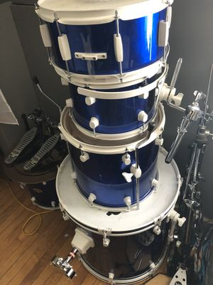 Selling 5 piece drum set with hardware and cymbals! for Sale in Berkeley, IL