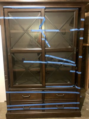 Curio cabinet 300 plus pounds for Sale in Fresno, CA
