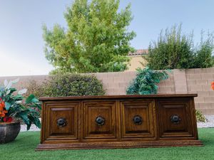 20X83 TALL27 BEAUTIFUL WOOD TV STAND 83 INCHES LONG ( FREE DELIVERY 🚚 FIRM PRICE $230 ) GOOD CONDITION for Sale in Las Vegas, NV