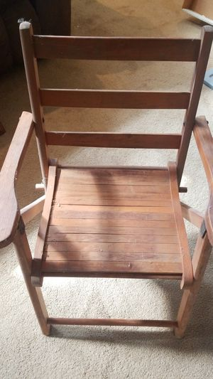 Vintage kids wooden lawn chair folds up. for Sale in O'Fallon, IL