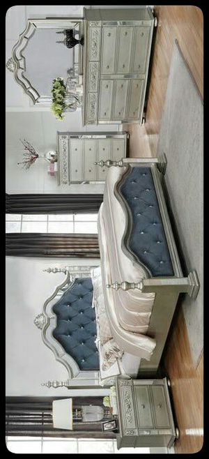💤QUALITY💤 Sterling Silver Mirrored Poster Bedroom Set for Sale in Hyattsville, MD