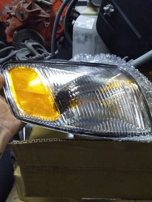 Headlights and marker lights toyota camry 1999/older for Sale in Lake Stevens, WA