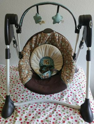 Graco (Foldable battery powered) compact baby swing for Sale in Pittsburgh, PA