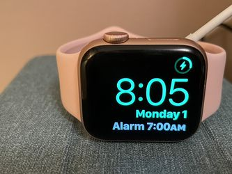 Apple Watch Series 4 40mm Gold Aluminum for Sale in San Diego,  CA