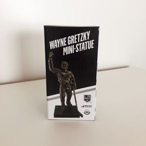 Wayne Gretzky Mini-Statue Collectible for Sale in Los Angeles, CA