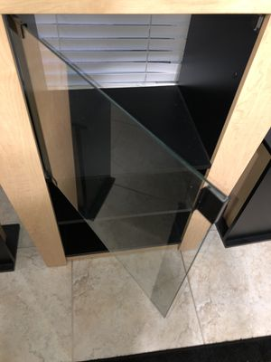 TV Entertainment stand with 2 shelf's and two side stands for Sale in Windermere, FL