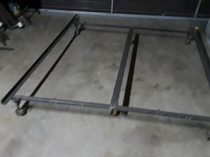 QUEEN SIZE METAL BED FRAME for Sale in Fresno, CA