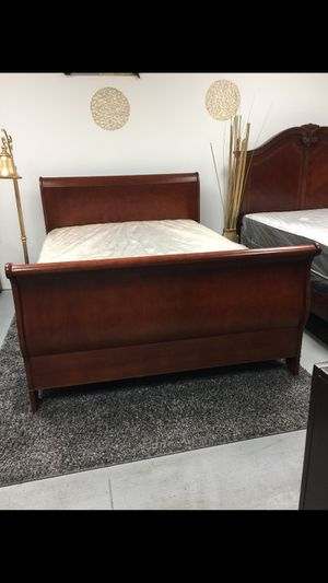 Queen bed frame with mattress for Sale in Sunrise, FL