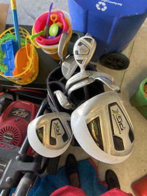 Righty golf clubs for Sale in Riverview, FL