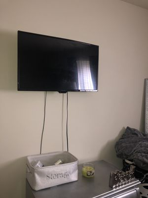 32 INCH INSIGNIA TV for Sale in Baltimore, MD