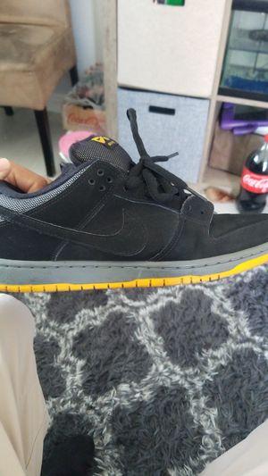 Nike sb 9 1/2 for Sale in Santa Ana, CA