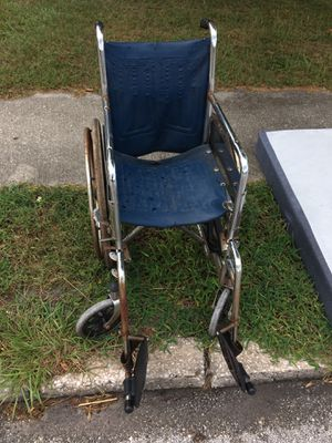 Free old wheel chair curb side for Sale in Orlando, FL