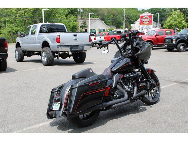 2018 Harley-Davidson FLTRXS ROADGLIDE CVO 117 INCH MOTOR THOUSANDS IN EXTRAS