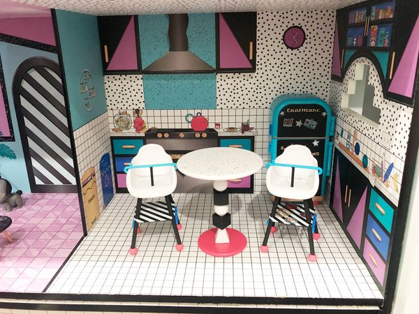 LOL Dollhouse (Furniture, 2 dolls & 2 pets ) PLEASE REFER TO OTHER PICS