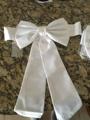 Flower girl dress bow (have two) white for Sale in Pembroke Pines, FL