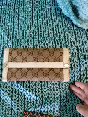 Gucci wallet for Sale in Plainfield, IL
