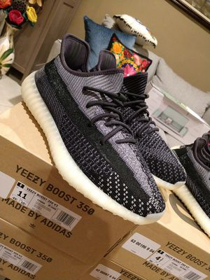 Yeezy boost 350 V2 carbon for Sale in Pico Rivera, CA