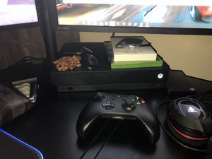 Xbox one x 1tb for Sale in Salem, MA