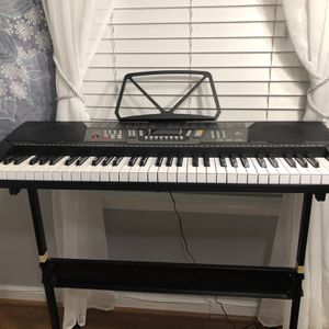 Lagrima 61 Key Electric Keyboard Piano for Sale in Germantown, MD