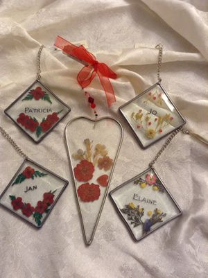 Beautiful pressed flower ornaments beveled glass - display also on a window or mirrors for Sale in Cape Coral, FL