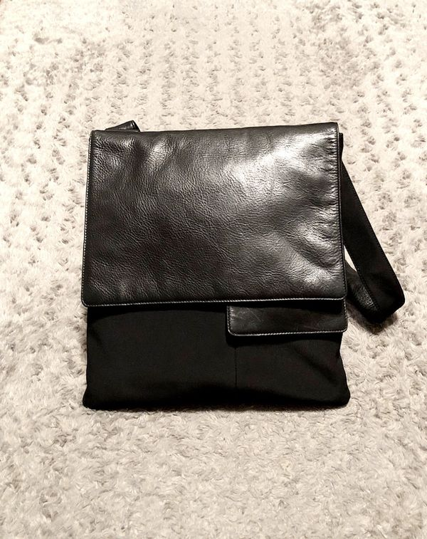 Vintage 90's HOBO International Crossbody bag paid $380 100% real leather good condition.