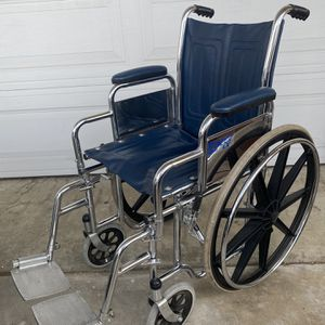 Invacare 1000 Series Tracer LX Wheeelchair for Sale in Montebello, CA