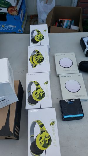 Headphones & wireless chargers for Sale in Fresno, CA