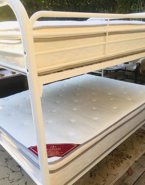 Bed twin bed supports 4 Adults or kids