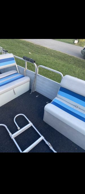 88 Model 24 ft. Lowe Pontoon boat for Sale in Mt. Juliet, TN