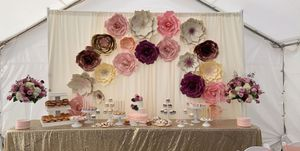 Paper flowers /cake table set up for Sale in Modesto, CA