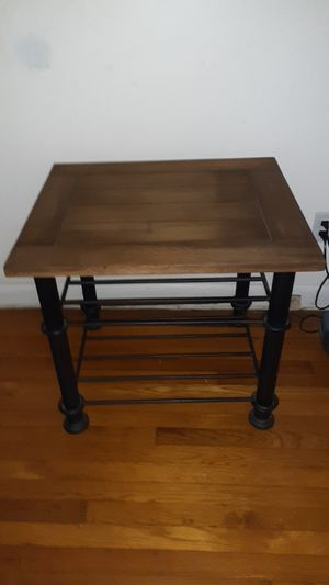 Side table or coffee table for smaller living room, very sturdy, great condition for Sale in Boiling Springs, SC