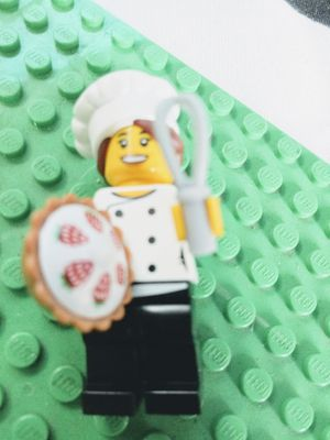 LEGO GIRL SET CHEF AND TENNISE PLAYER RETIRED MINIFIGURES for Sale in San Diego, CA