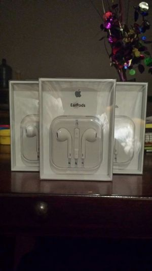 3 Brand New Original Apple IPhone Headphones for IPhone 1,2,3,4,5 and 6 for Sale in Lincoln Acres, CA