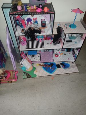 Lol surprise Doll House, plus car and extra dolls for Sale in New York, NY