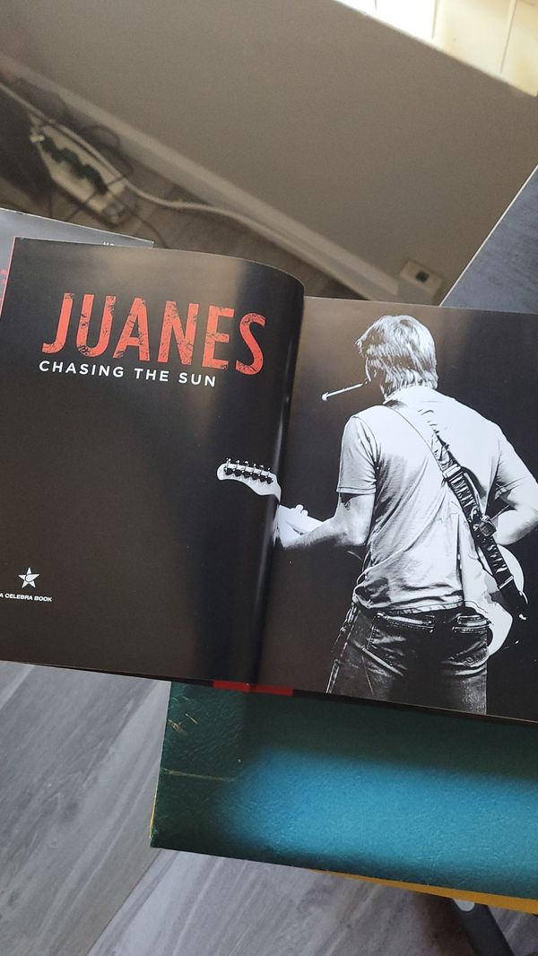 Juanes - book - Chasing the Sun