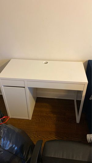 Desk *MUST GO ASAP* for Sale in Brooklyn, NY