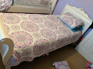 Twin beds xl with memory foam mattresses for Sale in Largo, FL
