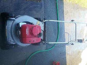 Honda Lawn Mower runs great starts first pull. Has bag for Sale in Lynnwood, WA