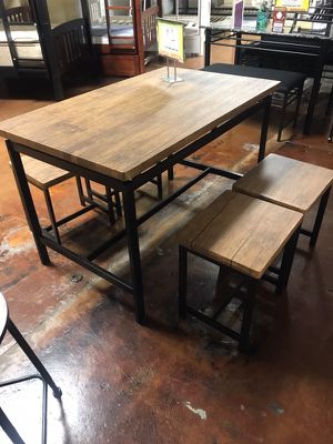 Table with 4 stools for Sale in Chicago, IL