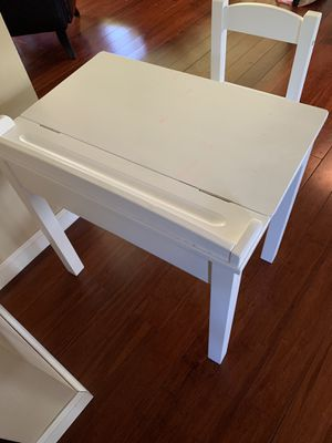 Kids Desk & Chair for Sale in Redford Charter Township, MI
