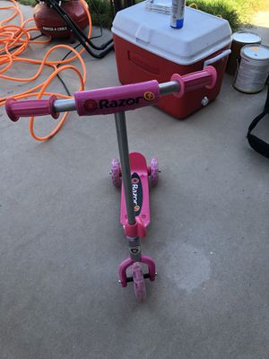 Razor kids scooter for Sale in Fort McDowell, AZ
