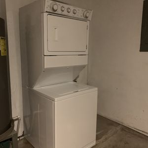 Whirlpool Stackable Washer And Dryer Size 27' for Sale in Arlington, TX