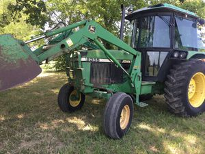 2355 John deer diesel tractor. Cab, air, loader, 83 hp for Sale in Hockley, TX