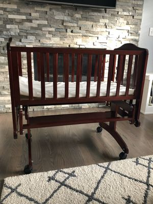 DREAM ON ME LULLABY GLIDER CRIB!EXCELLENT CONDITION!! for Sale in Everett, WA