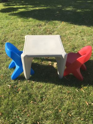 Kids table and chairs for Sale in Sugar Grove, IL